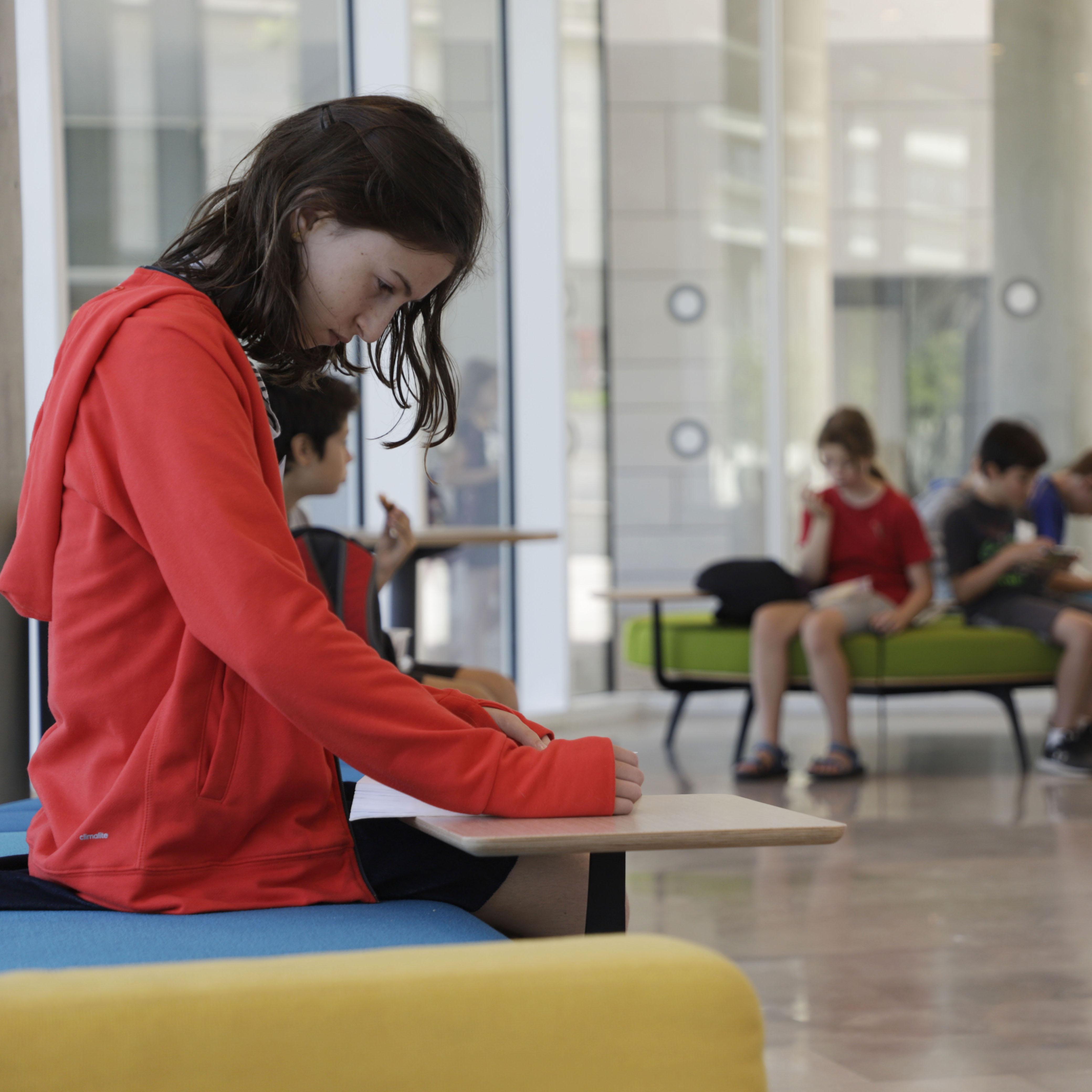 על אוניברסיטת תל אביב לנוער