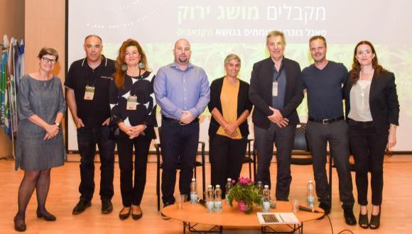 בוגרי אוניברסיטת תל אביב מקבלים מושג ירוק